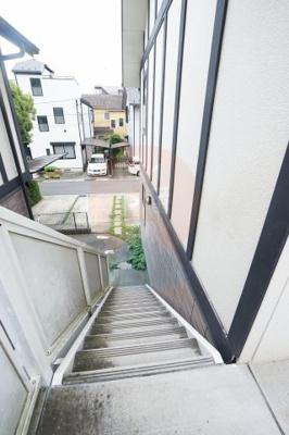 家賃1ヶ月無料キャンペーン中。階段