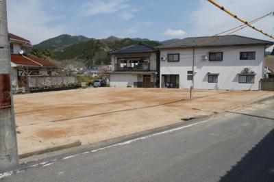 【前面道路含む現地写真】津山市加茂町塔中 売土地60坪