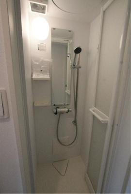 Sunny Placeのシンプルで使いやすいシャワールームです☆