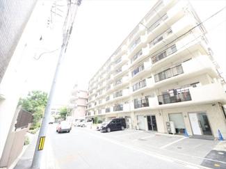 舞鶴公園の北側、便利さと静かさを両立できるエリアのマンションです