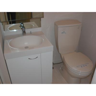 プルメリアールの独立洗面台・トイレ