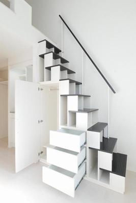 収納付き階段(収納スペース開)☆