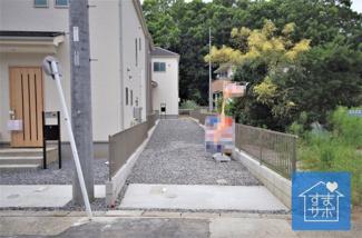 1号棟 現地(2019年9月)撮影 堂々完成しました!即入居可♪ 敷地面積173.68㎡(52.53坪)。 駐車3台可能。