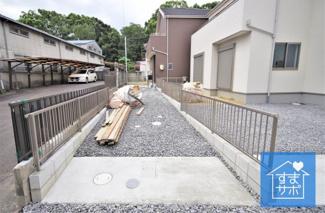 2号棟 現地(2019年9月)撮影 堂々完成しました!即入居可♪ 敷地面積130.59㎡(39.50坪)。 駐車2台可能。