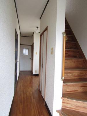 玄関前廊下と階段