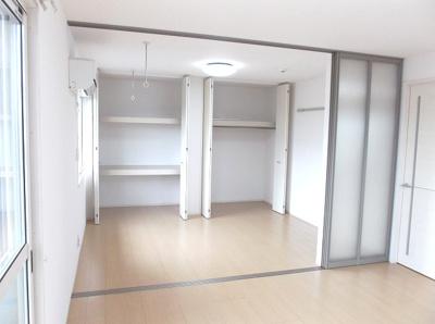 エアコン3台全室完備、全室照明付き!