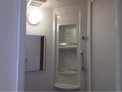 フェリスレガリアの落ち着いた空間のシャワールームです☆