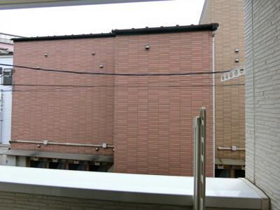 前面に目線の気になる建物はありません。