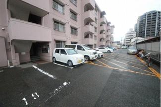 スペース広く女性の方でも安心して駐車できるね!