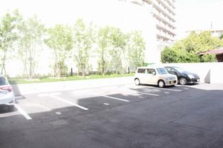 広いスペースで女性の方でも駐車できます!