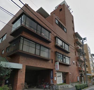 がっちりとした外観の鉄筋コンクリート造。