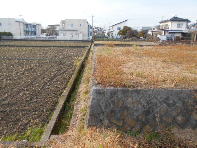 南側境界状況 南側は畑になっており陽当たり良好です♬
