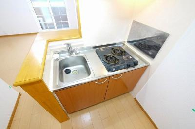 2口ガスコンロ完備のキッチンです