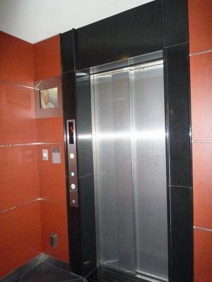 エレベーター内防犯カメラ付きです