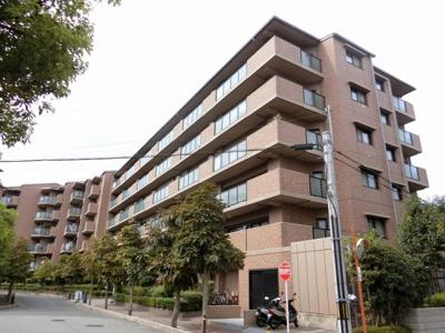 【現地写真】 RC造の6階建♪ 陽当たりの良いマンションとなっております♪