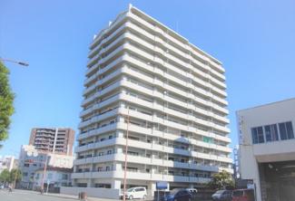 この建物の8階部分のご紹介です