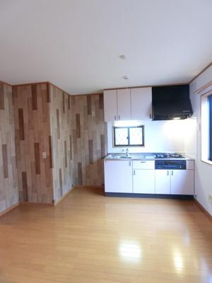 角部屋二面採光7.2帖のダイニングキッチンです♪広めのキッチンスペースで毎日楽しくお料理できますね!