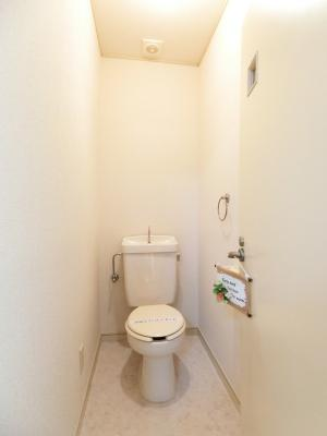人気のバス・トイレ別です♪横にはタオルを掛けられるハンガーもあります♪