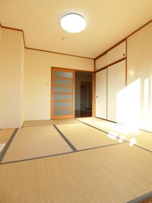 天袋付き押入れのある南向き和室6.5帖のお部屋です!寝具をすっきり収納できるので和室は寝室にもオススメ☆