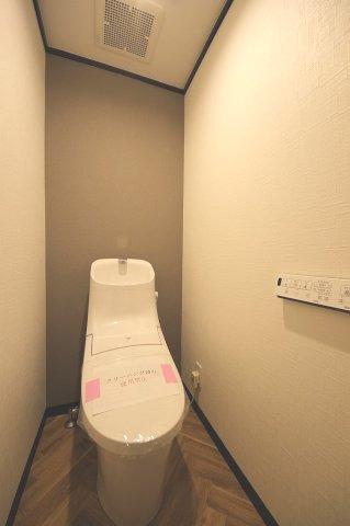 トイレももちろん新品です♪ 水周りが新品だと気持ちよく使用できてうれしいですよね
