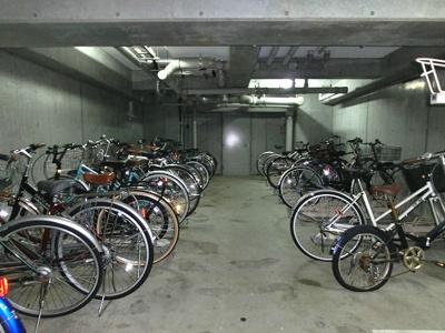 ラクラス新御徒町の駐輪場です