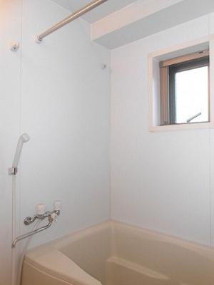 ラクラス新御徒町のバスルームです、追焚、浴室換気乾燥機付きです