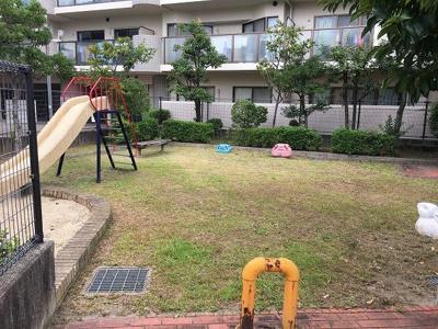 マンションの下に公園があるので子育て世帯におすすめです!!