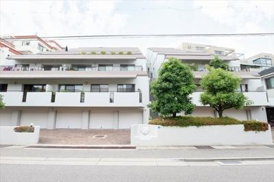 JR甲南山手駅 徒歩6分 閑静な住宅街にございます。
