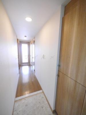 広々とした明るい玄関・シューズボックス付きです。
