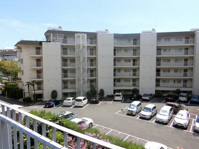 【現地写真】  総戸数44戸の大型マンションです♪