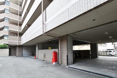 駐車場が敷地内にございます。