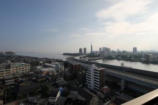 福岡のシンボルともいえる百道エリアを眺める贅沢な眺望が魅力