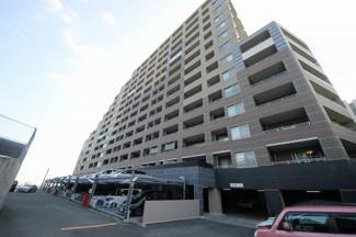 室見駅まで徒歩10分 高台に建つ大型マンションです。