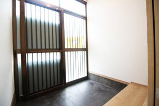 玄関にシューズボックスを設置するスペースは十分にありますね。