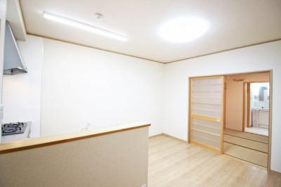 LDK9帖の隣に和室5.5帖があるので、扉を開放すれば約14.5帖のスペースになります。