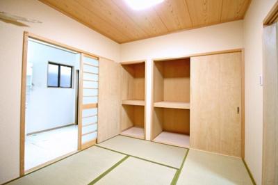和室は畳を表替えしているので気持ち良くお使い頂けます。収納も豊富でしっかりお片付けが出来ますね。