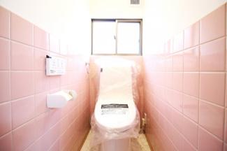 ウォシュレット機能付のトイレで、いつも清潔に保てます。