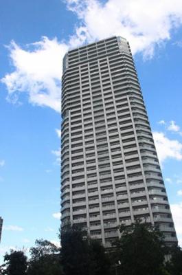☆平成24年築!!共用施設も充実した憧れのタワーマンションです♪ ☆大阪メトロ谷町線「都島駅」徒歩3分!!駅近物件です♪ ☆ペット飼育可能です。大切なペットと一緒に暮らすことが出来ますね♪