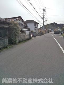 【前面道路含む現地写真】51023 山県市高富土地