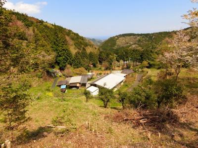相模湾を望む山間のポツンと一軒家。ドラマのような田舎暮らし。
