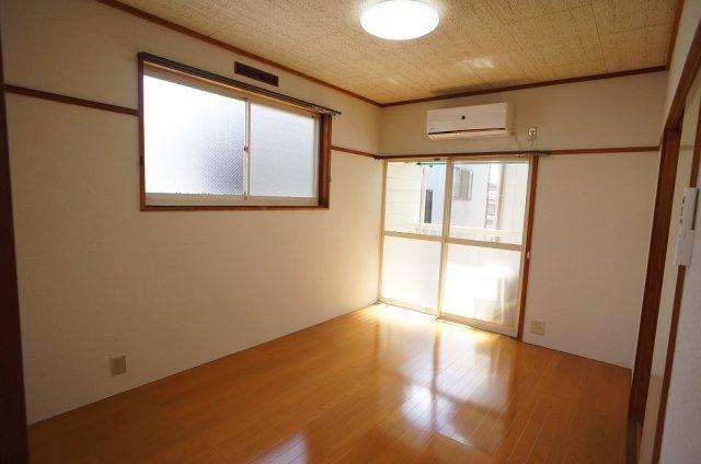二面採光の明るい和室!