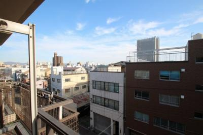 6階建の5階部分なので、眺望も見晴らしがいいですね。 撮影日はとっても晴れていたので、青空が綺麗に撮れました♪