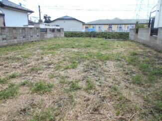 南道路に面した約76坪の土地です。