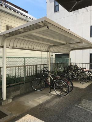 屋根付きの自転車置き場
