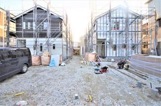 1号棟 現地(2019年10月)撮影 11月完成予定です。 敷地面積156.77㎡(47.42坪)。 駐車並列2台可能。