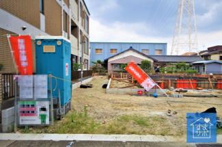 4号棟 現地(2019年8月)撮影 11月完成予定です。 敷地面積162.88㎡(49.27坪)。 駐車並列2台可能。