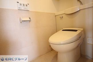 温水洗浄便座トイレです。ウォシュレット交換しております。