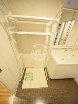 オーナーチェンジ物件 月額賃料:80,000円  想定年収:960,000円  表面利回り:6.85% ホワイトレジデンス 室内洗濯機置き場