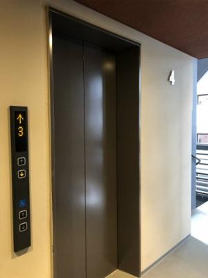 エレベーター付きです!荷物の多い日や疲れた日でも、3階までラクラク上がれます☆