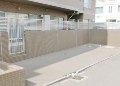 マンションに住みながら、自分専用の駐車場があるという生活はいかがですか?